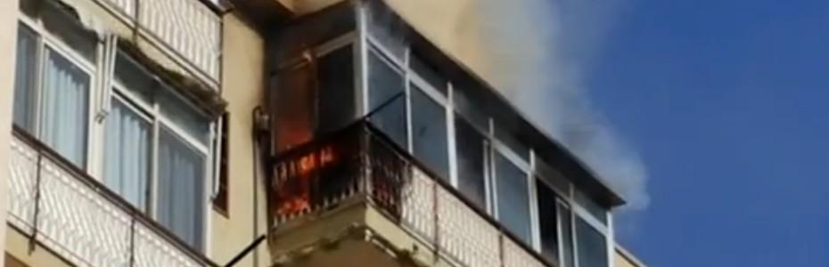 Capaci: le immagini dell'incendio divampato in un appartamento