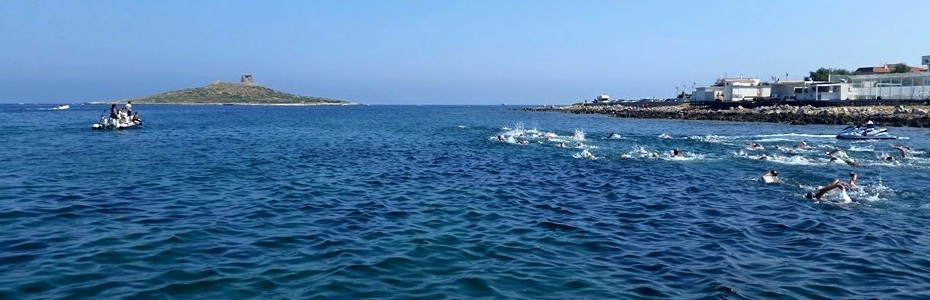 Femmine Island Swim: cento nuotatori verso l'isolotto