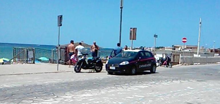 Fermati due giovani ladri che avevano rubato zaini a due bagnanti ad Isola delle Femmine
