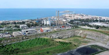 """Italcementi risponde alle preoccupazioni dei cittadini di Isola: """"Il fumo è solo vapore acqueo"""""""