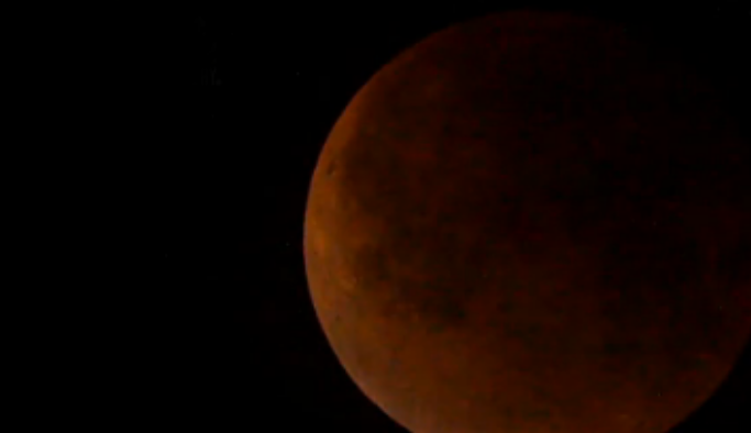 L'eclissi della superluna rossa