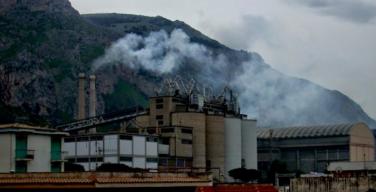 """Inchiesta sulla """"terra dei fuochi"""" in Sicilia: i carabinieri perquiscono l'Italcementi di Isola"""