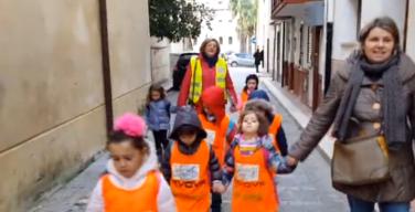 A Cinisi i bambini vanno a scuola a piedi…bus