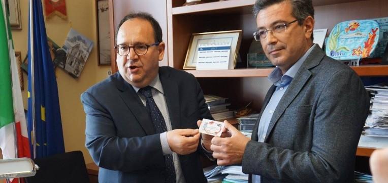Il sindaco Bologna presenta la card della differenziata: ecco come funziona