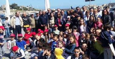 """""""Piccoli marinai"""" a scuola nel porticciolo di Isola per conoscere le attività legate al mare"""