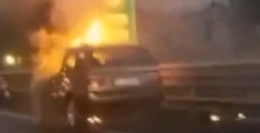 Auto in fiamme nei pressi dello svincolo di Capaci