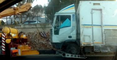 Un camion si ribalta nei pressi di Carini: due feriti gravi