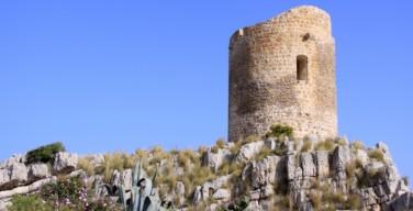 Pulizia straordinaria della scogliera antistante la Torre in terra