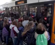 S.O.S. trasporto: autobus stracolmi, stazione chiusa. I pendolari di Isola raccolgono le firme