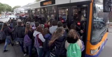 Contributi per gli studenti: borse di studio e abbonamenti per i mezzi pubblici