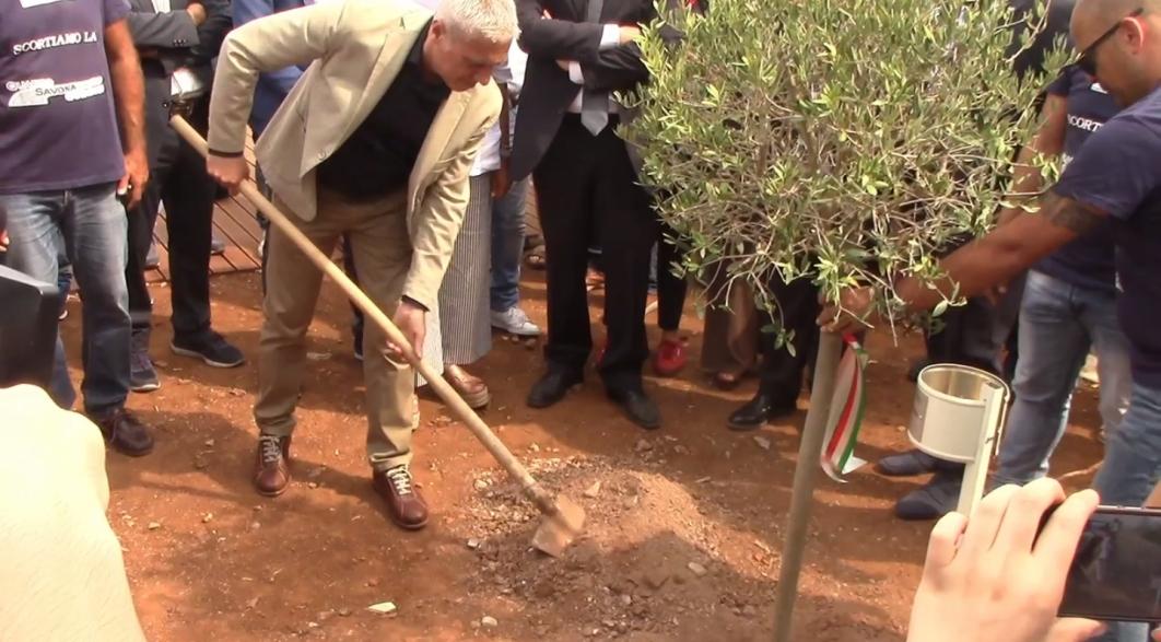 """Nuovi alberi nel giardino della memoria """"Quarto Savona 15"""" per ricordare dodici vittime della mafia"""