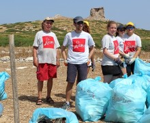 Ragazzi da tutto il mondo ad Isola delle Femmine per pulire l'isolotto (VIDEO)