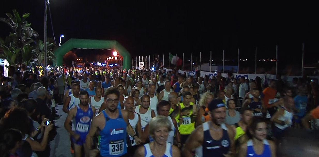 """Arriva la 3° edizione della """"Mezzanotte Running"""": centinaia di sportivi di corsa sul lungomare di Isola delle Femmine"""