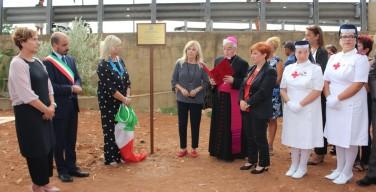 Il ricordo di Rita: piantato un albero per il generale Dalla Chiesa nel giardino della memoria di Isola delle Femmine (VIDEO)