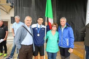 Fabrizio con il papà Sergio, la mamma Nuccia e lo sportivo Venanzio Ortis