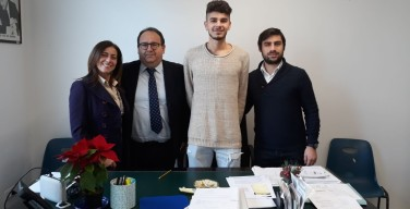 Ragazzo italo-americano in visita ad Isola delle Femmine, farà volontariato in biblioteca