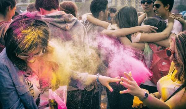 """Carnevale 2018, ad Isola delle Femmine arriva il """"Color party""""!"""