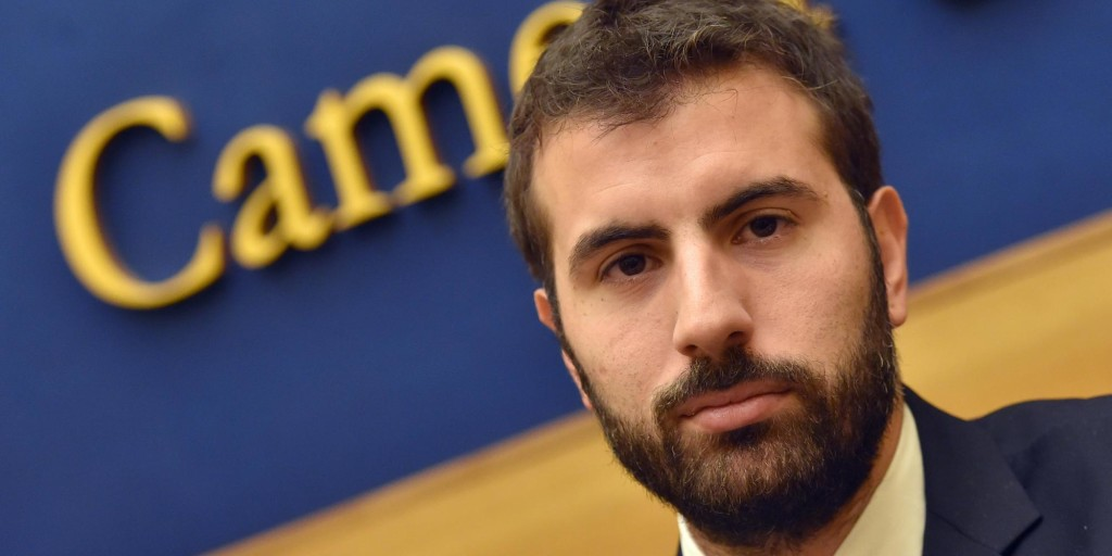 Il deputato di Sel, Erasmo Palazzotto, durante la presentazione della mozione di riconoscimento dello Stato di Palestina, Roma, 18 febbraio 2015. ANSA/ETTORE FERRARI