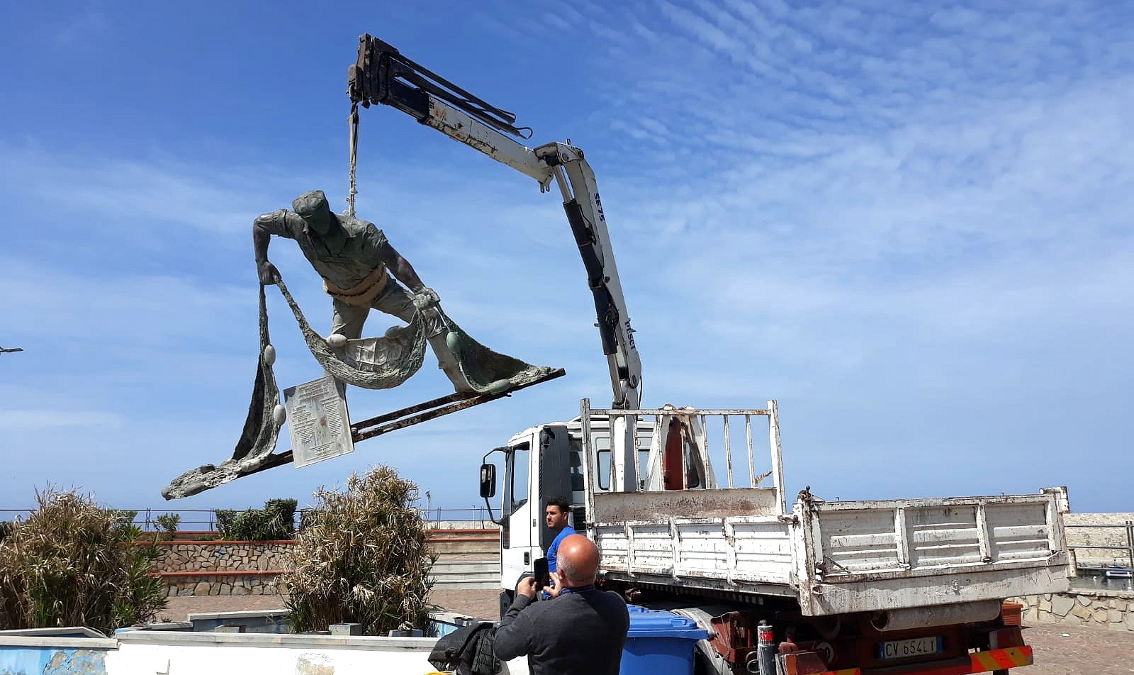 """Al via il restauro artistico della """"Statua del Pescatore"""" di Isola delle Femmine"""