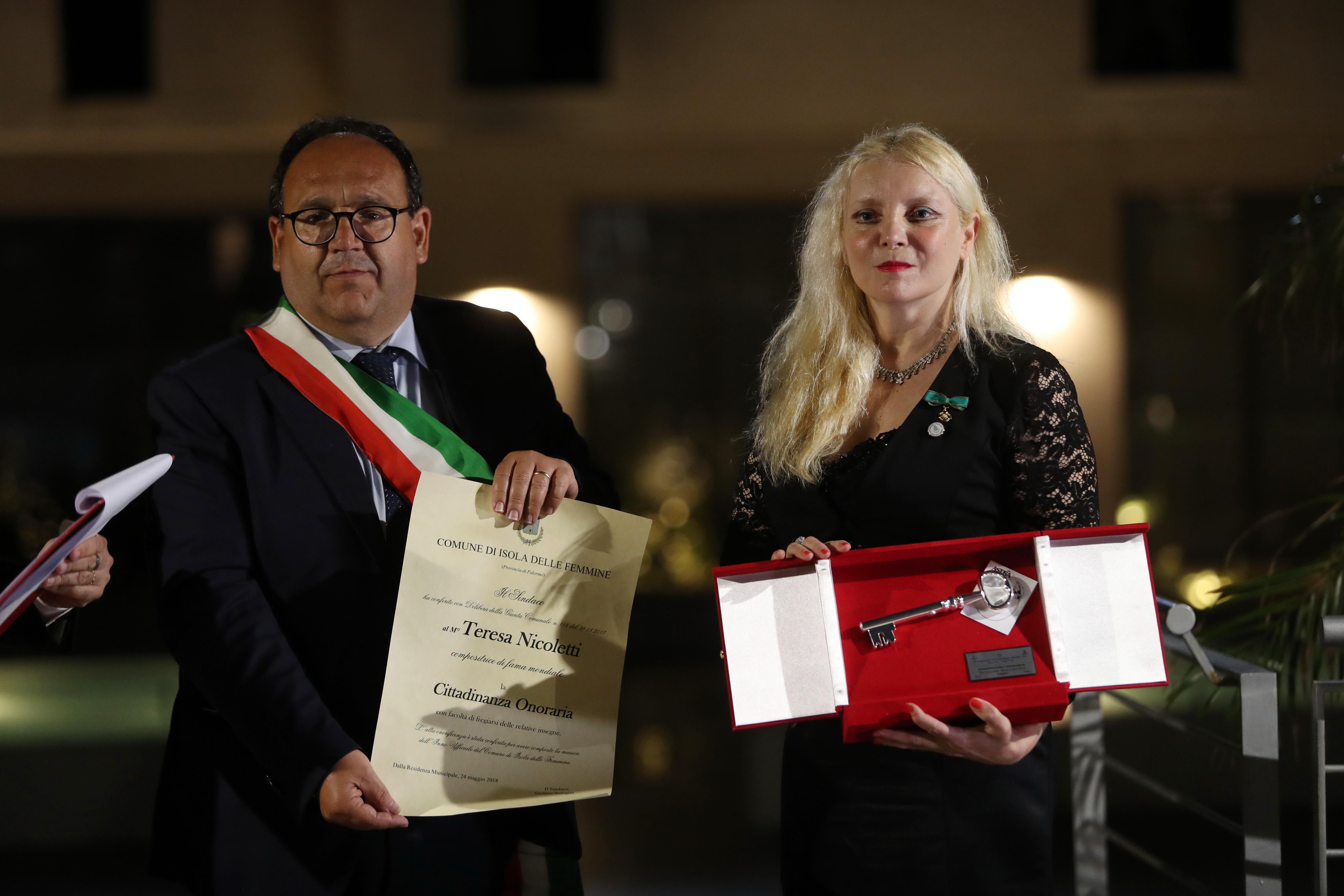 Conferita la cittadinanza onoraria a Teresa Nicoletti, la compositrice dell'inno di Isola delle Femmine