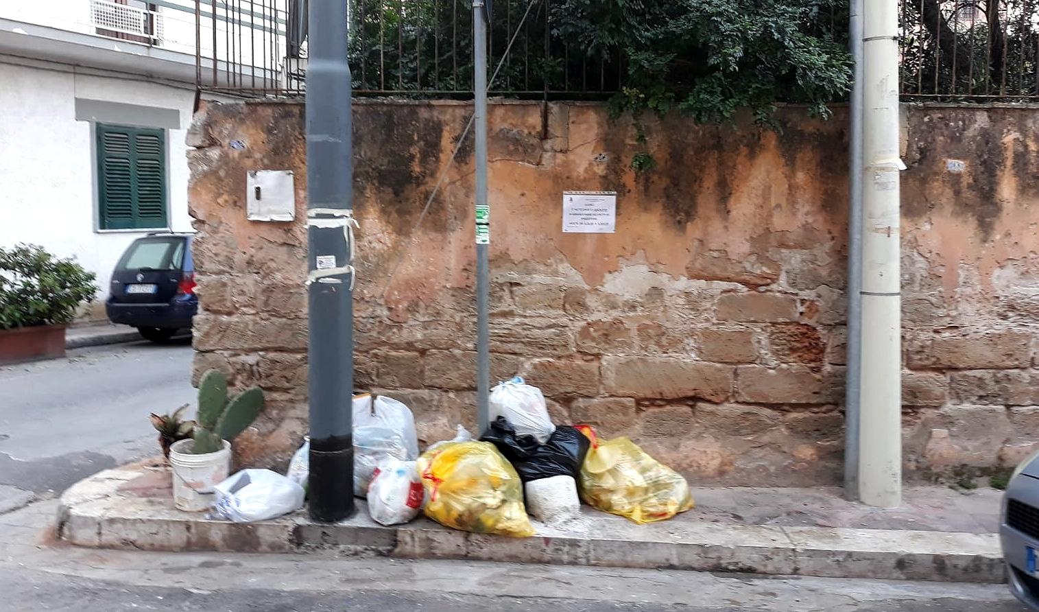 Raccolta rifiuti ad Isola delle Femmine, nuova ordinanza contro gli incivili: multe e telecamere