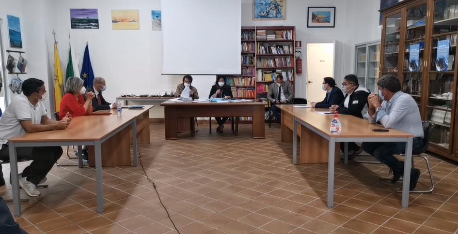Si insedia il nuovo Consiglio Comunale, ma viene subito rinviato. Proteste in aula (VIDEO)